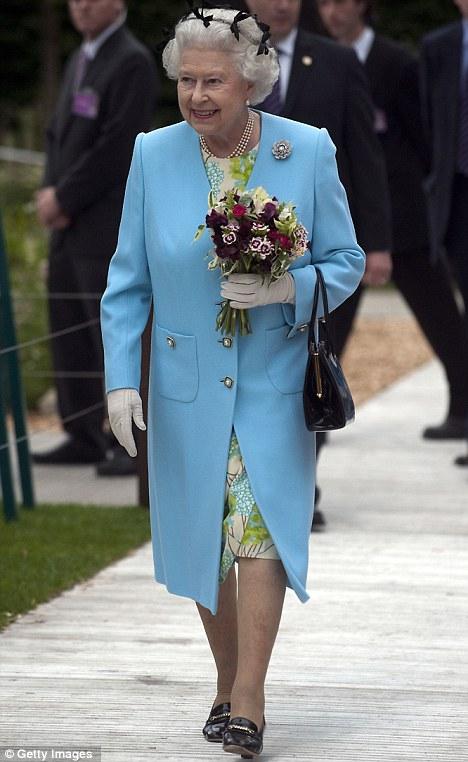 queen-at-chelsea-flower-show